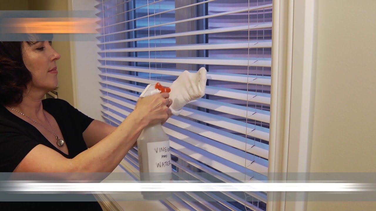 Best-Ways-to-clean-Vinyl,-Aluminum,-and-Wooden-Blinds-!